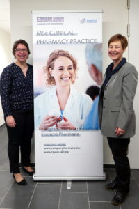 Dr. Dartsch und Dr. Weidmann vor dem Master of Clinical Pharmacy Poster